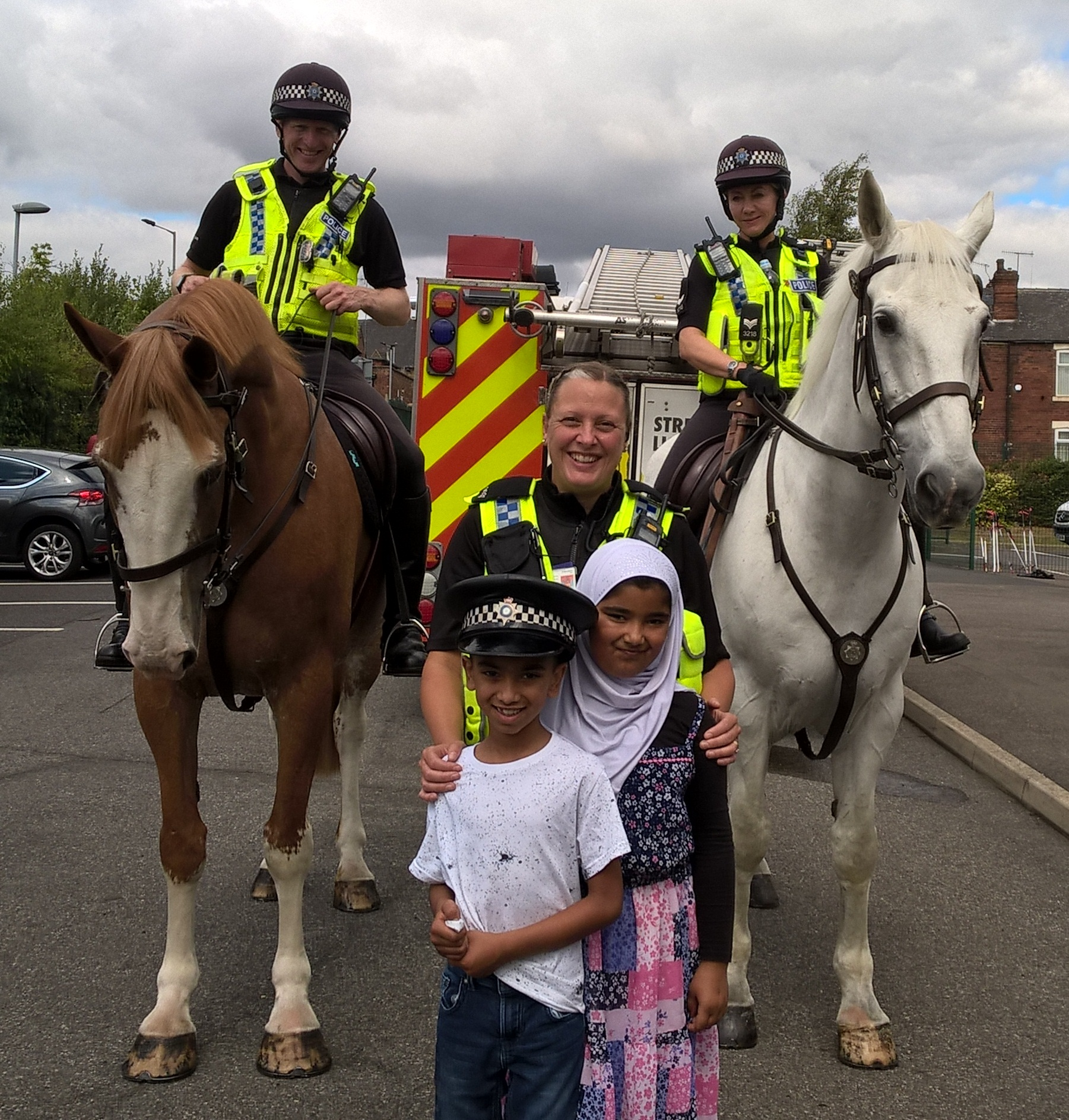 Local youngsters meet Police Horses Oakwell and Brinsworth at ferham School